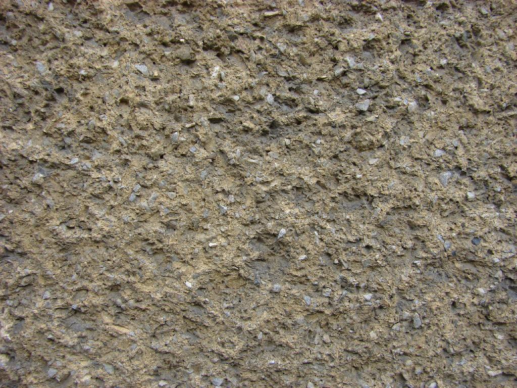 Stará březolitová omítka před opravou